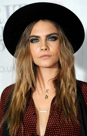 beauty_looks_brit_awards_2015_cara_delevingne_1-a