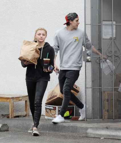 Chloe-Grace-Moretz-has-her-hands-full-while-getting-take-out-Bel-Air-Deli-in-Los-Angeles-with-boyfriend-Brooklyn-Beckham